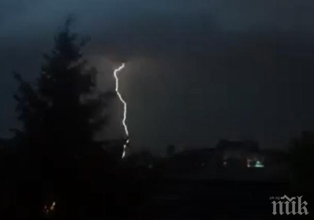 Гръмотевични бури раздират Перник, местните се жалват, че им спира интернета