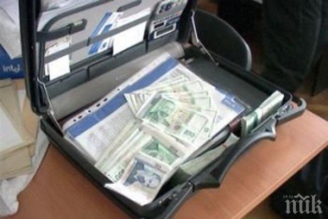 НЕЛЕПО! Заплес забрави фрашкана с пари и злато чанта на бензиностанция в Бургас