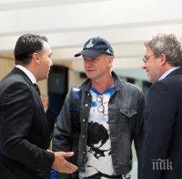 ГОРЕЩО В ПИК! Министър Банов посрещна Стинг в НДК (СНИМКИ)
