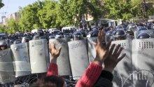 ПРОТЕСТИ: Седем полицейски служители са ранени в Скопие