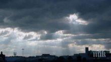 ИЗВЪНРЕДНО В ПИК! Нова буря надвисна над София - гръмотевици разкъсват небето