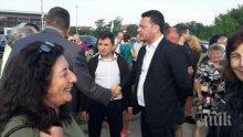 ПОД СТРОЙ! Социалисти обикалят по протестите (СНИМКИ)