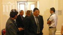 Двайсетина мургави мъже охраняват Сидеров в парламента, бил заплашен