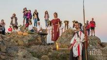 Стотици посрещнаха лятното слънцестоене в Кабиле (СНИМКИ)