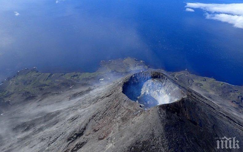 СТРАХOВИТО! Голям вулкан в Аляска е пред изригване (ВИДЕО)