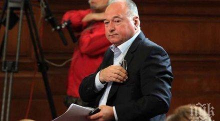 Спас Панчев напусна и две парламентарни комисии