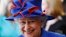 Елизабет II почете 100-годишнината на Кралските ВВС