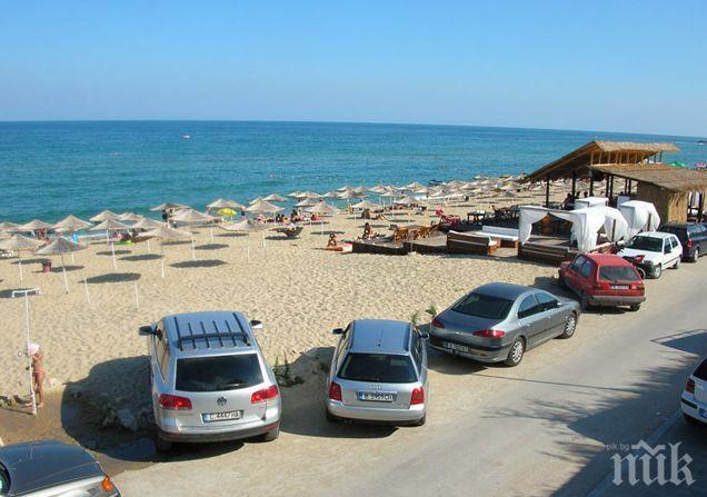 """Незаконно построените заведения на плаж """"Кабакум"""" си работят без да им пука"""