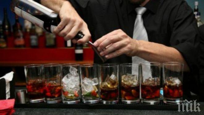 НАЛИВАМЕ СЕ С МЕНТЕТА! Изпиваме цистерна фалшив алкохол на морето