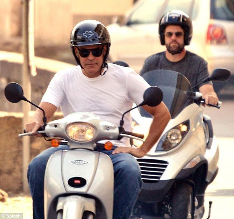 Изписаха Джордж Клуни от болница след катастрофата със скутер