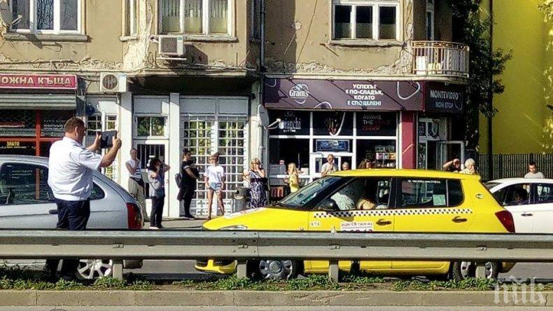 """СИГНАЛ ДО ПИК! Труп в такси хвърли в ужас кв. """"Захарна фабрика"""" (СНИМКИ)"""