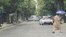 ДОКОГА?! Такси помете възрастна жена на пешеходна пътека (СНИМКА)