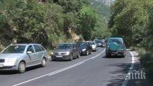 От последните минути! Един загинал след катастрофа между цистерна и лек автомобил в Кресненското дефиле