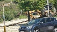 ИНЦИДЕНТ! Багер пропадна в собствения изкоп в Сандански