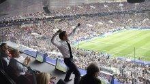 НЕВИЖДАНА РАДОСТ! Макрон полудя след финала на Световното! Френският президент куфее по масите (СНИМКИ/ВИДЕО)