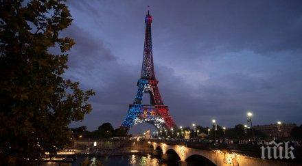 ФЕЕРИЯ! Осветиха Айфеловата кула в синьо, бяло и червено (СНИМКИ)
