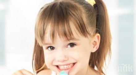 Как да научите детето да мие зъбите си редовно?