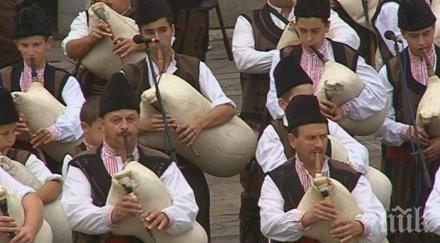 ФОЛКЛОР! Гайдари от цяла България се надсвирват в Равногор