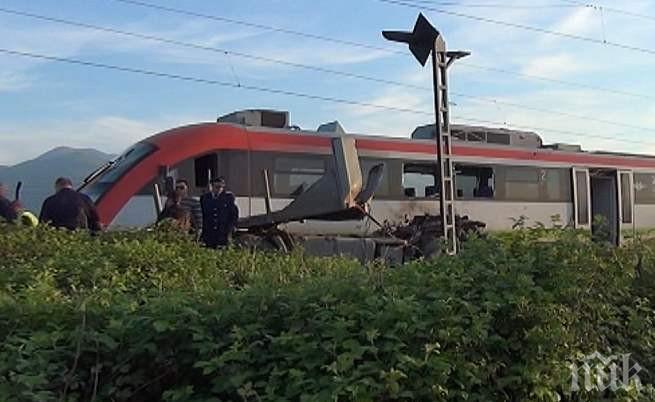 Шофьор на камион се заби във влак на жп прелез в Троян
