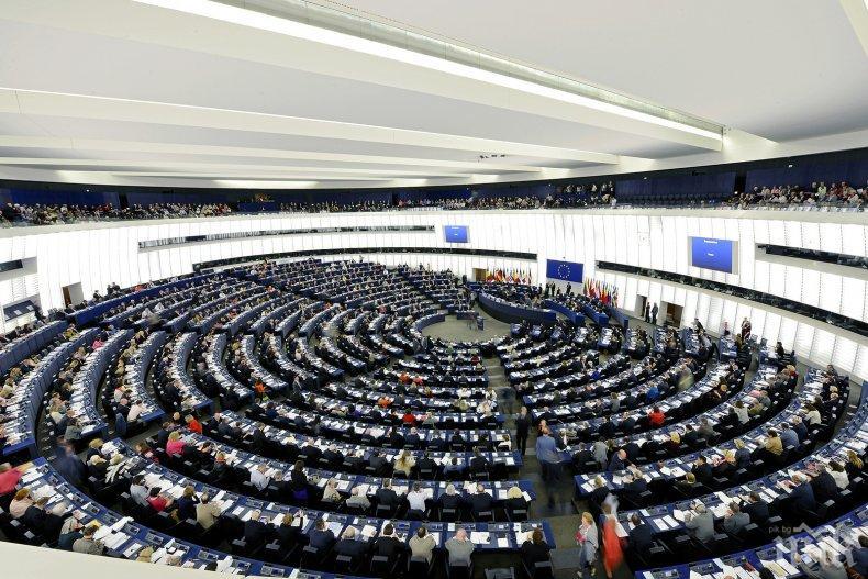 ЕП плаши с вето върху плана на Тереза Мей за Брекзит, заради границата с Ирландия
