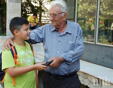 ИМА НАДЕЖДА! 11-годишен ученик намери портмоне с пари и го върна на собственика