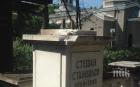 ПОТРЕС! Вандали разбиха паметника на Стамболов на софийските гробища, откраднаха бюста (СНИМКА)