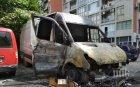 Бус изгоря до Панаира в Пловдив, подозрения за умишлен палеж (СНИМКИ/ВИДЕО)