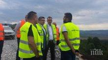 """Министър Нанков инспектира строителството на новия участък на АМ """"Хемус"""" (СНИМКИ)"""
