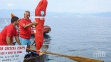 Българин преплува в чувал 3380 метра в Охридското езеро