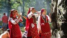 """Над 2 000 самодейци от 84 групи участват на събора """"Пирин пее"""""""