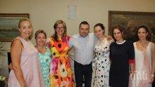 ПЪРВО В ПИК! Външната министърка Екатерина Захариева празнува рожден ден с колеги - нехае за провокацията на Заев към България (СНИМКИ)