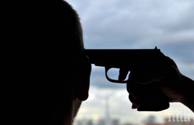 ИЗВЪНРЕДНО! Отчаян мъж си тегли куршума в кафене! Откриха две предсмъртни писма в дома му