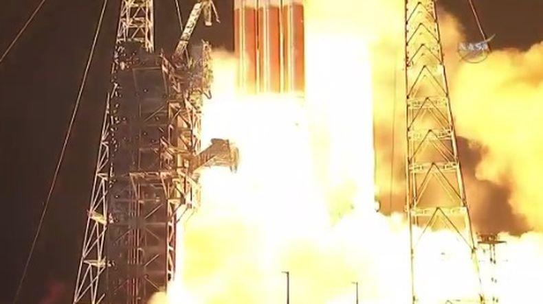"""НАСА изстреля сондата """"Паркър"""", която трябва да """"докосне"""" Слънцето"""
