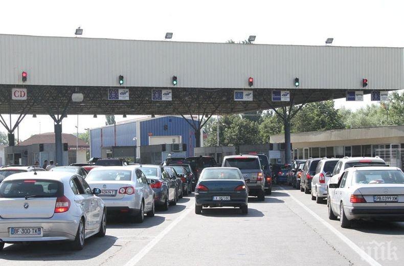 От МВР раздават листовки с най-важното от Закона за движение по пътищата на чуждите шофьори
