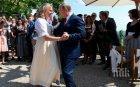 Трябва да се види: Ето как Путин танцува с булката Карин Кнайсел (СНИМКИ/ВИДЕО)