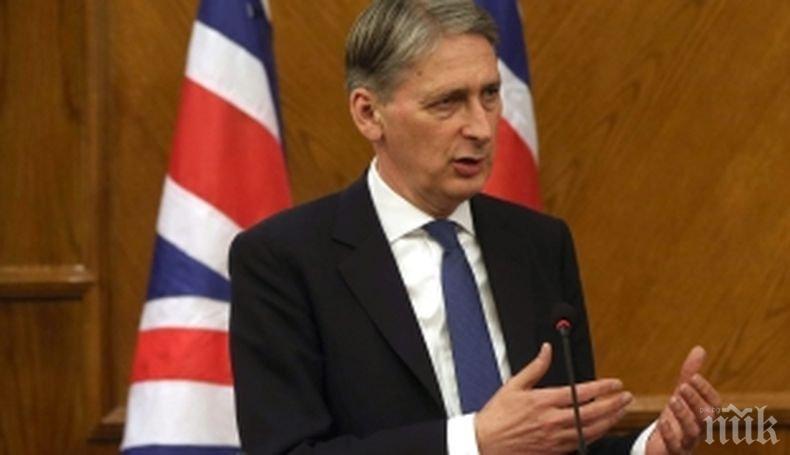 """Финансовият министър на Великобритания алармира за очаквани """"огромни фискални последствия"""" при Брекзит без споарзумение"""
