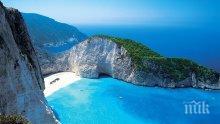 Забраниха достъпа до плажа на остров Закинтос, на който падна скала