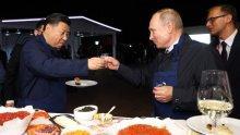 Путин и Си Дзинпин се срещнаха на по водка във Владивосток (СНИМКИ)