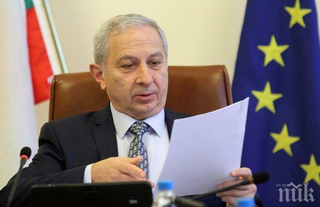 САМО В ПИК! Огнян Герджиков тайно влетя в Министерски съвет