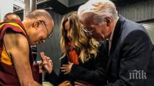 Далай Лама благослови бебето на Ричард Гиър