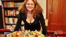 Мариела Нордел се разгърди като сексбомба за ЧРД! Кулинарката черпи със скариди и прошуто (СНИМКИ)
