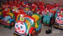 ЛОВКИ РЪЦЕ! Стоян от Казанлък вършее из града - обира детски играчки наред