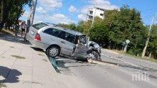 ЗВЕРСКИ УДАР! Катастрофа затвори булевард във Варна - две коли смачкани до неузнаваемост (СНИМКИ)