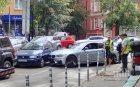 Меле в центъра на София! Мощно БМВ помете три паркирани коли
