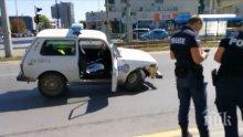 """Допотопна патрулка """"Лада Нива"""" се скапа насред път, затапи столичен булевард (СНИМКИ)"""