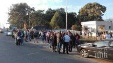 НАПРЕЖЕНИЕТО ЕСКАЛИРА! Работници на Миню Стайков блокираха жп-линията Бургас - София (СНИМКИ)
