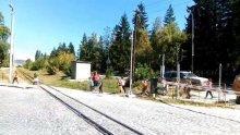 РЕАКЦИЯ! Проговори виновната учителка, прекарала деца пред приближаващ влак