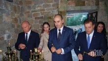 """Цветанов присъства на празнична Света литургия в църквата """"Свети 40 мъченици"""" във Велико Търново"""