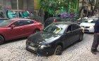 САМО В ПИК! Кола пропадна в центъра на София (СНИМКИ)