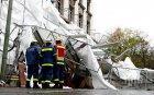 СТИХИЯ! Ураганен вятър помете половин Чехия